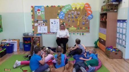 Wspólne czytanie w przedszkolu